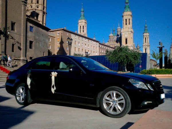mercedes E for wedding in front of a castle